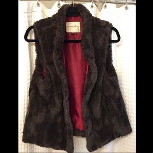 Blossom & Clover faux fur vest medium brown